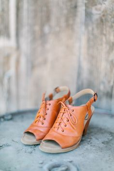 Rustic shoes: http://www.stylemepretty.com/2015/04/01/rustic-oregon-barn-wedding/ | Photography: Maria Lamb - http://www.marialamb.co/