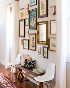 Love the eclectic mix of art and frames hanging in this gallery wall!  ( @joythebaker via @laurelandwolf)