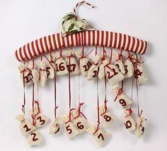 Adventi naptár készítése Christmas Art, Christmas Decorations, Clothes Hanger, Advent Calendar, Diy, Minden, Shirts, Coat Hanger, Bricolage