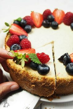 Jednoduchý ovocný cheesecake Mini Cheesecakes, Cheesecake Recipes, Sweet Recipes, Deserts, Food And Drink, Yummy Food, Sweets, Lunch, Breakfast