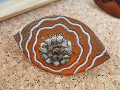 Brošnička vytvorená vypaľovanou farbou na kove s prinitovaným zapínaním. Brooches, Autumn, Brooch, Fall Season, Fall