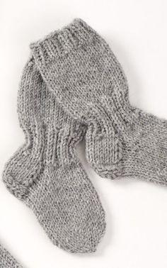 Lapsen pitkävartiset pitkät villasukat Novita 7 Veljestä koot 22 26 30 lapsi poika tyttö Knitting For Kids, Baby Knitting Patterns, Knitting Socks, Knit Or Crochet, Crochet Baby, Best Baby Socks, Woolen Socks, Knitted Baby Clothes, Knitted Slippers