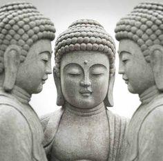 Vlies fotobehang Grijze Boeddha beelden - Oosters behang | Muurmode.nl