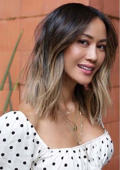 Find here awesome styles of medium or shoulder length haircuts to show off in current year. Ladies who wanna make them look so much cool and sexy with best haircuts then we recommend you to see here fantastic mid length haircuts in year 2020. Easy Hair Cuts, Medium Hair Cuts, Medium Hair Styles, Short Hair Styles, Cute Haircuts, Layered Haircuts, Hairstyles Haircuts, Shaggy Haircuts, Low Maintenance Haircut