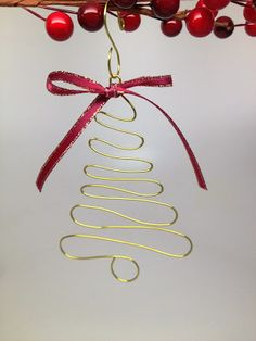 DIY Christmas - Craft Wire Christmas Tree Ornament Made on the WigJig