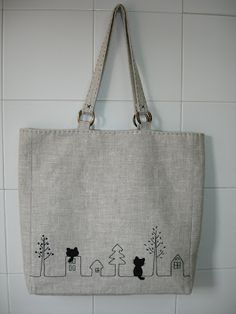 "This ""tote bag"" has been very easy and quick to make. I really like linens .- Este ""tote bag"" ha sido muy fácil y rápido de hacer. Me gustan mucho los linos… This ""tote bag"" has been very easy and quick to make. I really like linens to make bags - Painted Bags, Embroidery Bags, Jute Bags, Patchwork Bags, Denim Bag, Fabric Bags, Cloth Bags, Handmade Bags, Cotton Tote Bags"