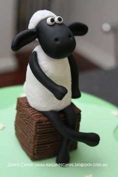 A different cake of Shaun the Sheep, created by ''Jake's Cakes'' near Perth, Western Australia.  http://eatjakescakes.blogspot.au/