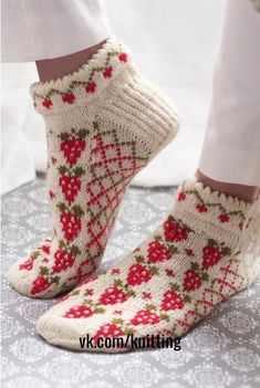Free Knitting Pattern for Strawberry Socks. Kit Available. Free Knitting Pattern for Strawberry Socks - Anklet socks with strawberries and trellis in stranded colorwork with a cut. Knitting Patterns Free, Free Knitting, Knitting Socks, Crochet Patterns, Free Pattern, Crochet Socks, Knitted Slippers, Knit Crochet, Knit Socks