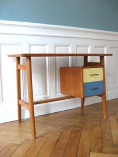 Bureau scandinave Bureau Design, Mid Century Desk, Work Desk, Kid Table, Design Furniture, Furniture Restoration, Vintage Design, Vintage Children, Decoration