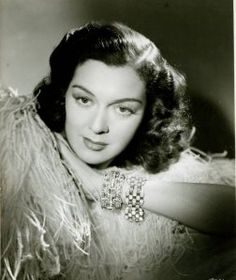 Rosalind Russell born as Catharine Rosalind Russell in Waterbury, Connecticut on 4 June She died 28 November 1976 in Beverly Hills, California. Old Hollywood Glamour, Golden Age Of Hollywood, Vintage Hollywood, Classic Hollywood, Hollywood Style, Hollywood Icons, Jane Russell, Rosalind Russell, Old Movie Stars