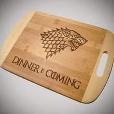 This unique Game Of Thrones Cutting Board is perfect for your kitchen this winter and all seasons. Game Of Thrones Gifts, Game Of Thrones Party, Game Of Thrones Fans, Game Of Thrones Decor, Love Games, Fun Games, Cricut Ideas, Dinner Is Coming, Got Merchandise