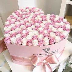 heart shaped roses, boxed flowers, the million roses Luxury Flowers, Pretty Flowers, Pink Flowers, Flower Box Gift, Flower Boxes, Beautiful Flower Arrangements, Floral Arrangements, Million Roses, Window Box Flowers
