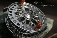 """Cyprinus top of the range Emperor 4.50"""" Centre Pin Centrepin Trotting Reel with Line Guard plus 2 super smooth bearings by Cyprinus,   Machined from 6061 aerospace grade bar stock aluminium Comes with Line Guard and 2 Super Smooth Ball Bearings On / Off ratchet system on back plate 4.5in diameter large arbour reel Weight 219g (approx)"""