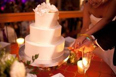Love the look of plain white cake http://bridewars.blogspot.com @230stockroom