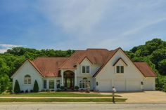 SOLD GLADSTONE CLASSIC 1 1/2 story with 6,931 sq. ft. and 4 Car attached suspended garage, $695,000