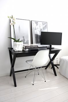 Homevialaura | Work space | home office | Eames DSR | Uashmama | coffee table books | Fotografiska posters