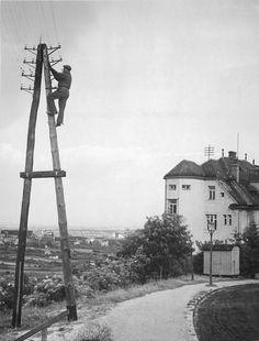 A1TA 5007 Säule und Dachständer in der Glanzinggasse 1931 - Geschichte der Telefonie in Österreich – Wikipedia