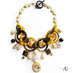 Collar de cuerno piedras semipreciosas, hueso y cristales de Swarovski Andrea Carucci · Tienda · Articulo, #collar, #negro, #amarillo. #quemepongo, #collarbabero,