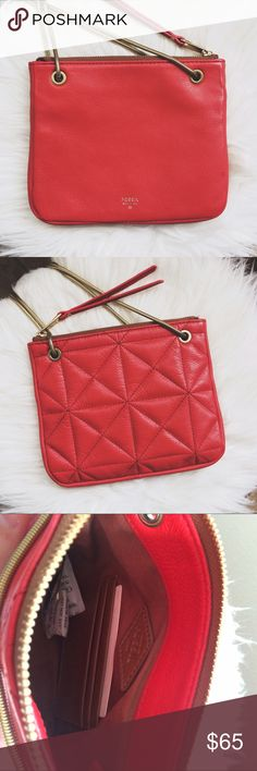 NWT Leather FOSSIL Crossbody❤️ Brand new red genuine cow hide leather Fossil bag. Has quilted pattern on back and gold straps that can be adjusted so the bag is a cross body or just a handbag. (See pictures) Has Zipper top and card slots on the inside. Brand new. In amazing condition! Tags still attached. Feel free to ask any questions😊 Fossil Bags Crossbody Bags