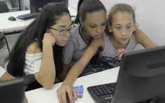 Com as aulas de programação, estudantes se tornam, além de consumidores, produtores de tecnologia (Foto: Emiliano Capozoli/Época)