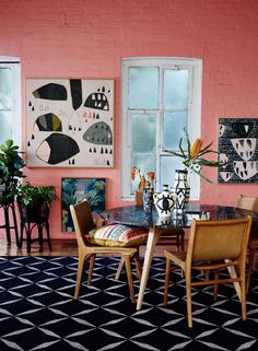 The 2019 Pantone Color Of the Year: How to Decorate With Living Coral? - Pantone living coral interior decor, coral living room decor ideas Effektive B - Coral Interior, Room Design, Coral Living Rooms, Apartment Decor, Room Decor, Dining Room Decor, Trending Decor, Vintage Dining Room, Living Decor