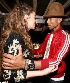 Pharrell and Sara Bareilles had a cute moment backstage at the Grammys.