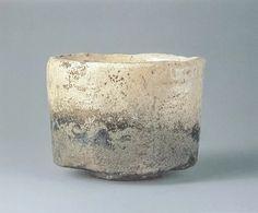 国宝 : 正式名称「楽焼白片身変茶碗 銘不二山」本阿弥光悦