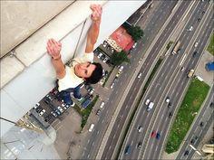 Vertigo-Inducing Photos of a Daredevil Hanging Off Ledges - My Modern Metropolis