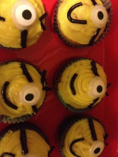 Minion cupcakes Minion Cupcakes, Minions, Baking, Grandchildren, Desserts, Recipes, Party Ideas, Food, Tailgate Desserts