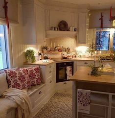 Küche Swedish cottage kitchen A Delicious Companion To Good Health: The Olive Oil Story The health b Cozy Kitchen, Kitchen Corner, Kitchen Decor, Kitchen Ideas, Swedish Kitchen, Small Cottage Kitchen, Kitchen Storage, Küchen Design, House Design
