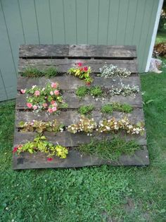 primitive decorating ideas with wooden pallets | DIY Pallet Vertical Garden | Shelterness
