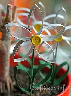 Pretty paper daisy craft. from Paper Craft for Spring - Recycling Craft - Daisies Made From Empty Paper Towel Rolls/Tubes