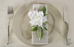 Nozze Shabby Chic | Idea per la tavola - eleganti fiori in lino bianco