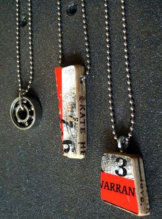 Recycled Skateboard Jewelry~~Yes Skateboard. Skateboard Room, Skateboard Furniture, Skateboard Design, Art From Recycled Materials, Teen Programs, Teen Art, Skate Art, Bijoux Diy, Skateboards
