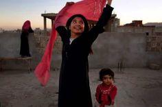 Yémen - Une fillette de 10 ans sourit car elle a pu divorcer de son mari adulte