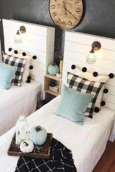 Use buffalo check to create a warm and cozy feeling in your home during the fall and winter months. It is the perfect modern farmhouse decor. // Shared Room // Boy it Girl Room // Upcycled Pallet Wood Farmhouse Style Bedrooms, Farmhouse Bedroom Decor, Modern Farmhouse Decor, Home Bedroom, Rustic Farmhouse, Modern Decor, Bedroom Furniture, Guy Bedroom, Bed Room