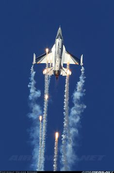 (SABCA) F-16AM Fighting Falcon deploying flares