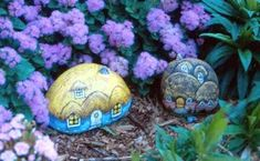 Lin Wellford - Rock Artist.  I have her 'How To Paint Animals On Rocks' book, but I like these little secret houses just as much.  Oh, the possibilities!
