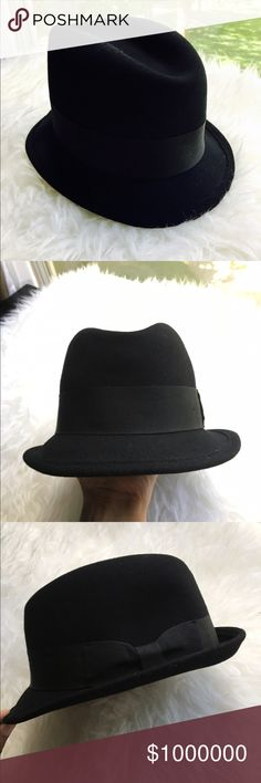 🆕Black Fedora 💥Discounted Bundles💥 ▪️Please use the offer feature 👍🏽 ▪️Ships within 24 hours ✈️ ▪️🚫No trades🚫No Paypal 🚫Holds ▪️ Love the item but not the price?  Make an offer! 😊 ▪️Questions?  Don't be shy!  Feel free to ask 💁🏽 ▪️Condition - NWOT ▪️Size - S / 55 cm ▪️Material - Wool ▪️Description - Black fedora hat from H&M's divided collection H&M Accessories Hats