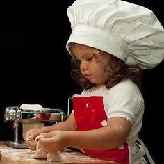 Usta aşçı iş başında büyük konsantrasyon ile #bebe #bebek #bebekgiyim #bebe_butigi #baby #babywearing #babywear #igbebekleri #gununbebegi #gununkaresi