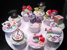 Caroline's Cupcakes and Other Baking Disasters: Alice in Wonderland Cupcakes Alice In Wonderland Cupcakes, Alice In Wonderland Tea Party, Mad Hatter Party, Mad Hatter Tea, Cakepops, Pretty Cakes, Cute Cakes, Fancy Cakes, Mini Cakes