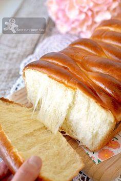 super soft golden roti sisir pai bao with honey egg yolks Super Soft Bread Recipe, Milk Bread Recipe, Roti Recipe, Bread Machine Recipes, Bread Recipes, Baking Recipes, Different Recipes, Other Recipes, Sweet Recipes