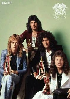 From left to right roger Taylor, freddie Mercury, Brian May, John Deacon John Deacon, Queen Photos, Queen Pictures, Queen Images, Queen Freddie Mercury, Queen Band, Queen Queen, Brian May, Hard Rock