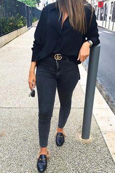 3f6291ef7758 Mode femme casual chic pour tous les jours   jean slim noir, chemise noire,  ceinture Gucci et mules fourrures Gucci