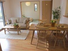 タモ無垢材と栗無垢材の家具でナチュラルカントリー風なコーディネート実例となります!ウィンザースタイルのチェアがかわいらしいコーディネートとなりました!