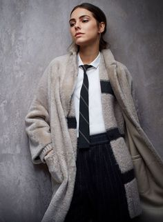 Discover Brunello Cucinelli collections on the online official boutique. Suits, dresses, shoes, sweaters, shirts and bags for men e women. I Love Fashion, Fashion Photo, Fashion Looks, Womens Fashion, Fashion Capsule, Warm Outfits, Winter Outfits, Casual Elegance, Brunello Cucinelli