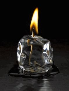 Como la luz de una vela en la oscuridad, nos ilumina nuestra más humilde oración a Dios