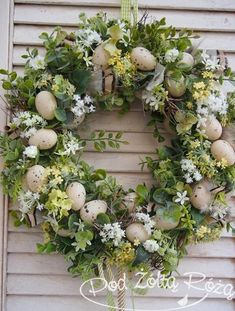 blomsterkrone - Lilly is Love Easter Flower Arrangements, Easter Flowers, Easter Centerpiece, Easter Crafts, Bunny Crafts, Easter Decor, Easter Ideas, Easter Wreaths, Easter Baskets