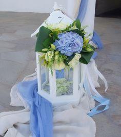 #στολισμος βαπτισης φανάρι με μπουκετο λολουδιων γαλαζιο εκρού