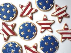 How to decorate fourth of july cookies with royal icing! Star Cookies, Fancy Cookies, Cut Out Cookies, Iced Cookies, Cute Cookies, Royal Icing Cookies, Frosted Cookies, Shiny Royal Icing Recipe, Cream Cookies